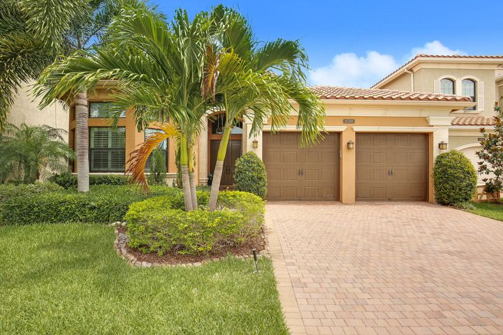 8700 Lewis River Road, Delray Beach, FL 33446