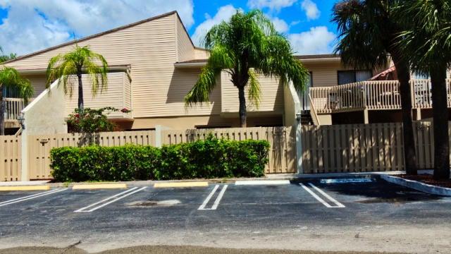616 Executive Center Drive, 107, West Palm Beach, FL 33401