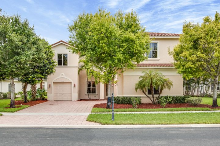 1204 Canyon Way, Wellington, FL 33414
