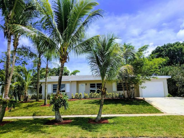 1325 Lake Erie Drive, Lake Worth, FL 33461