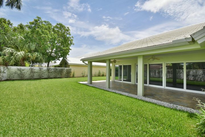 2367 Oak Tree Lane, West Palm Beach, FL 33409