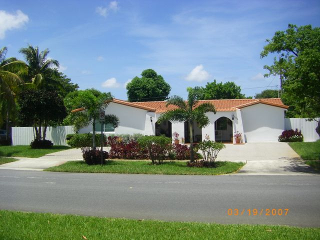 200 S South Robbins . Drive, West Palm Beach, FL 33409