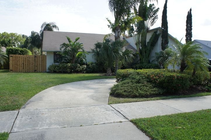 Beautiful 3 Bedroom 2 bath home just minutes from the beach!