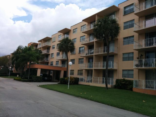 480 Executive Center Drive, 3c, West Palm Beach, FL 33401