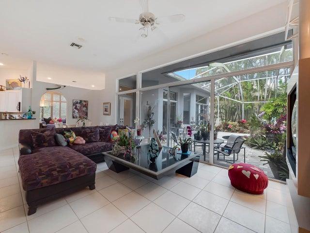 36 Bermuda Lake Drive, Palm Beach Gardens, FL 33418