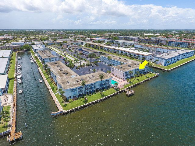 101 Doolen Court, 303, North Palm Beach, FL 33408