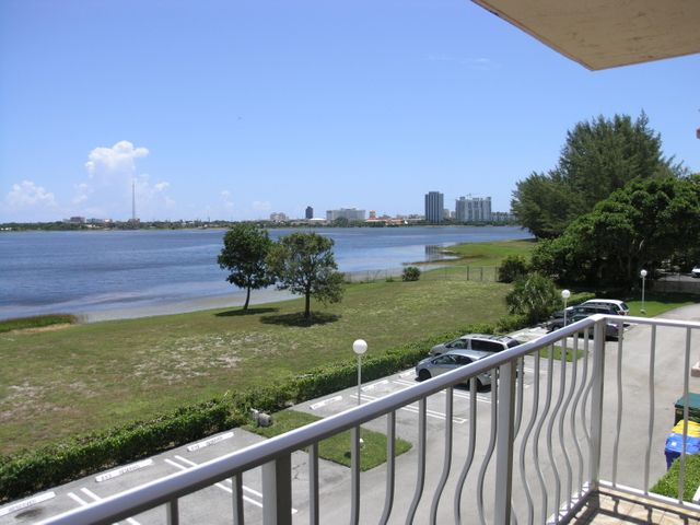 480 Executive Center Drive, 3a, West Palm Beach, FL 33401