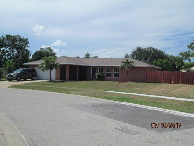 4785 Foxwood Circle, West Palm Beach, FL 33417