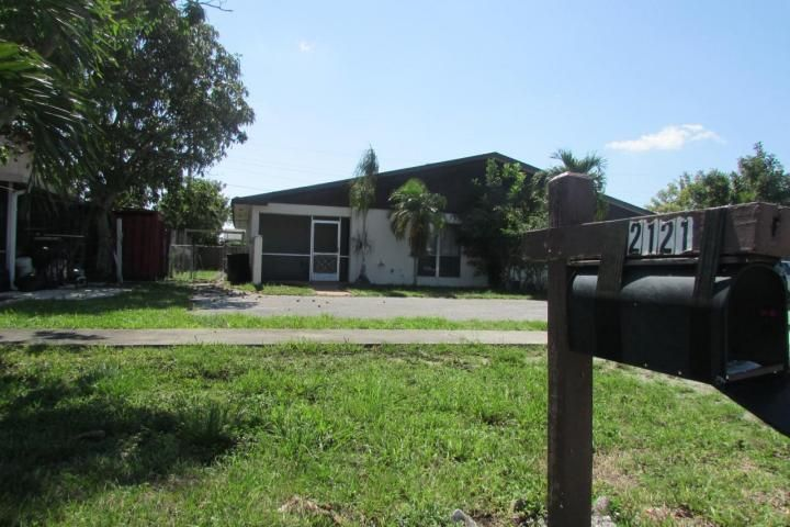 2121 E Bond Dr, West Palm Beach, FL 33415