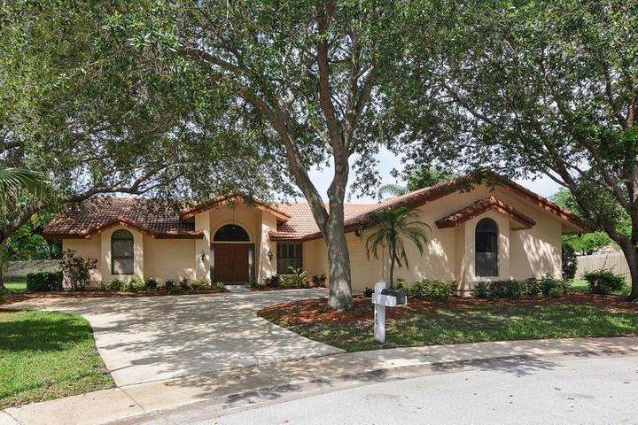 140 Bayberry Circle, Jupiter, FL 33458