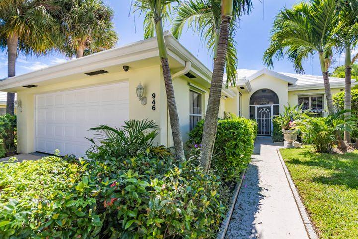 946 Bear Island Circle, West Palm Beach, FL 33409