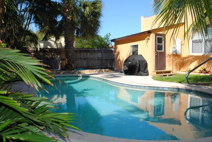 520 El Prado, West Palm Beach, FL 33405