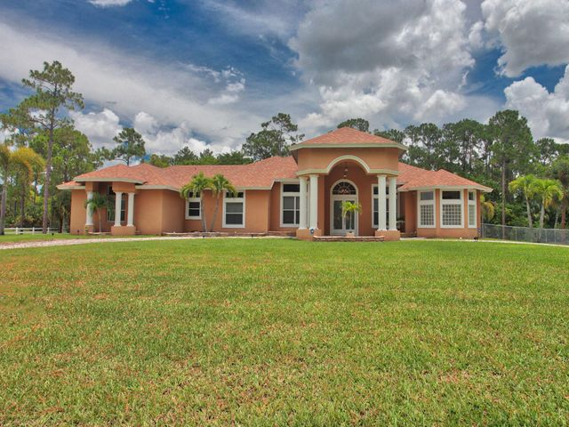 beautiful 5 bedroom 3.1 bath on Key Lime Blvd