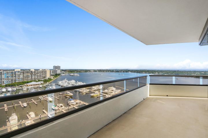 100 Lakeshore Drive, 1452, North Palm Beach, FL 33408