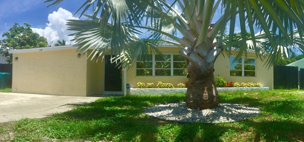 149 SE 27th Place, Boynton Beach, FL 33435