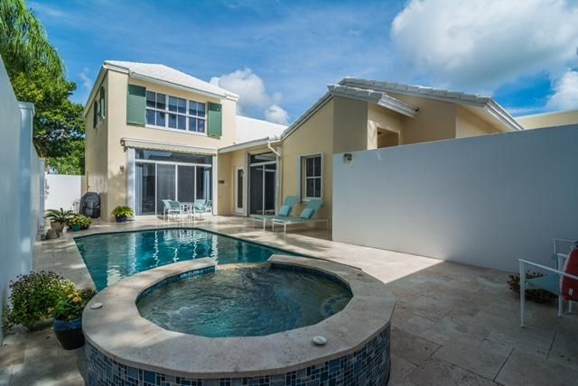 Large Courtyard with Newly renovated pool