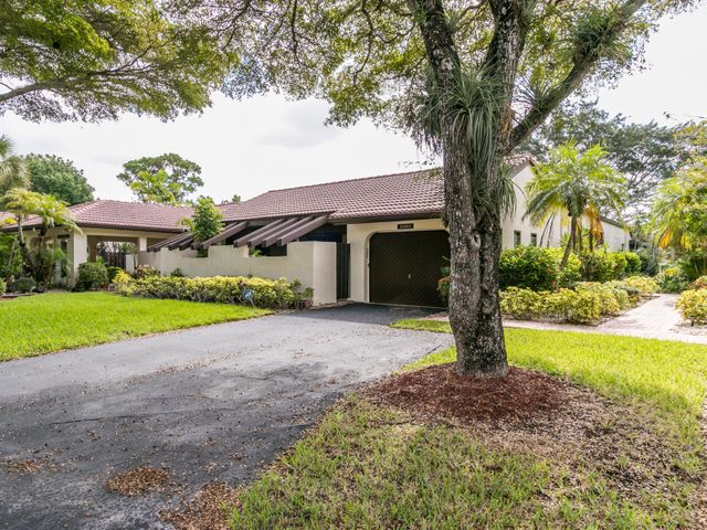 21692 Tall Palm Circle, 10-B, Boca Raton, FL 33433