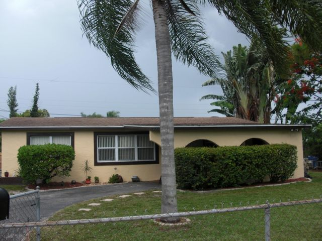 2201 E Carrol Circle, West Palm Beach, FL 33415