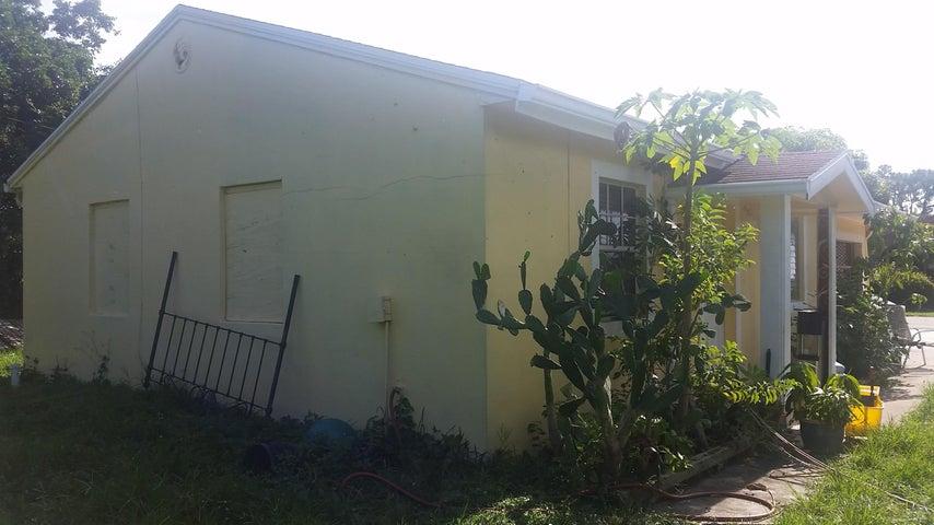 2705 10th Avenue N, Lake Worth, FL 33461