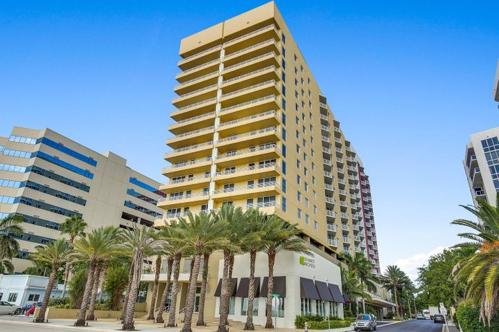 1551 N Flagler Dr Unit Drive, Ph-L17, West Palm Beach, FL 33401