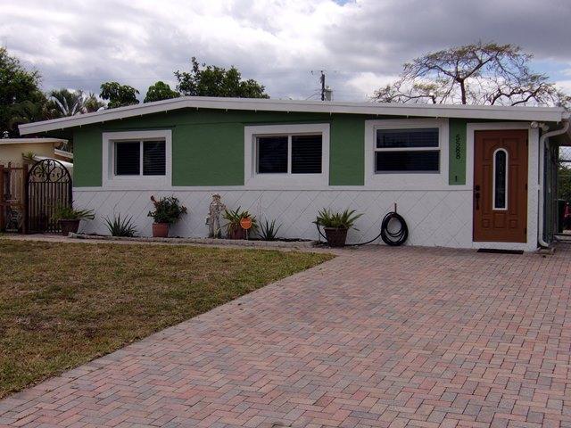 5588 S Rue Road, West Palm Beach, FL 33415
