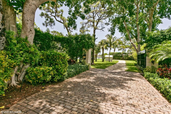 19456 Pine Tree Drive, Tequesta, FL 33469