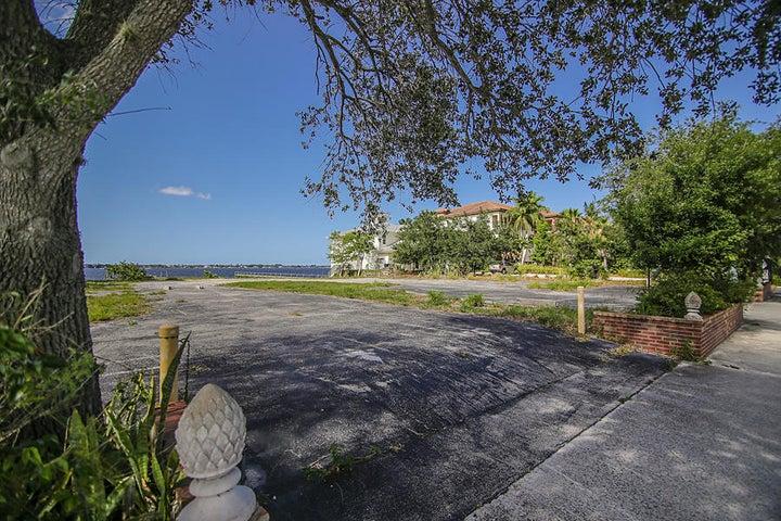 315 SE Osceola Street, Stuart, FL 34994