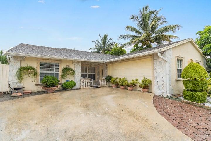 5945 Lincoln Circle W, Lake Worth, FL 33463