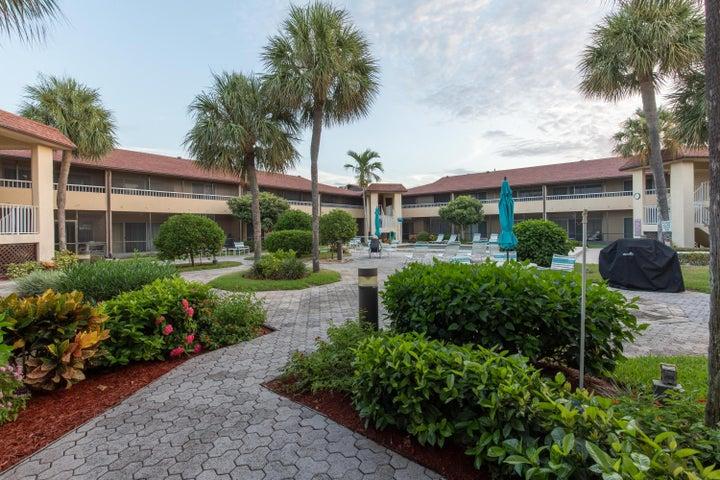 1100 Surf Road, 206, Riviera Beach, FL 33404