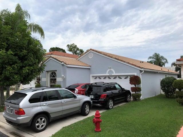114 Woodlake Circle, Greenacres, FL 33463