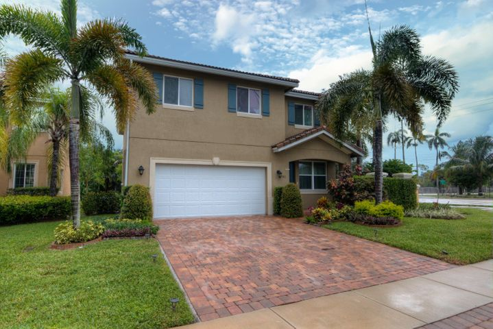 981 Siesta Drive, West Palm Beach, FL 33415