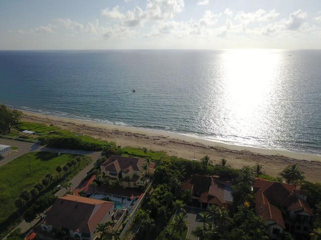 Direct Oceanfront Townhouse