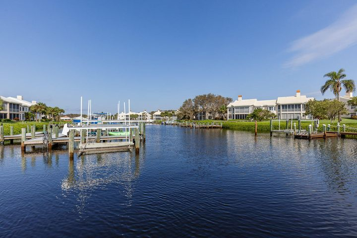 2004 Captains Way, Jupiter, FL 33477
