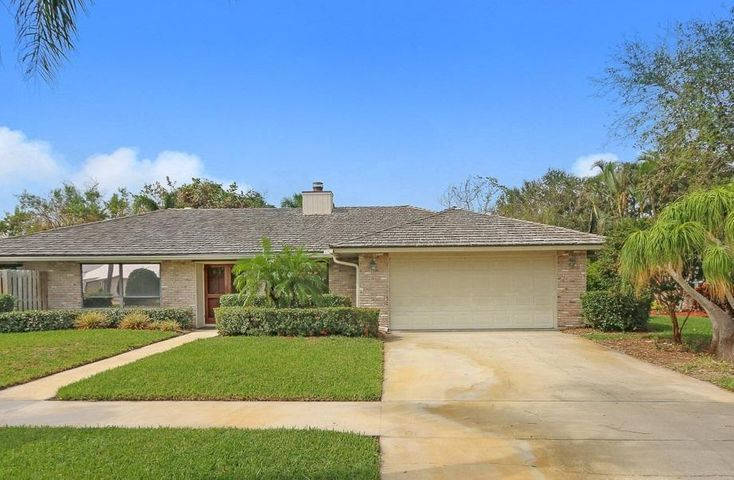 37 Hickory Hill Road, Tequesta, FL 33469