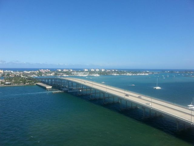2640 Lake Shore Drive, 1512, Riviera Beach, FL 33404