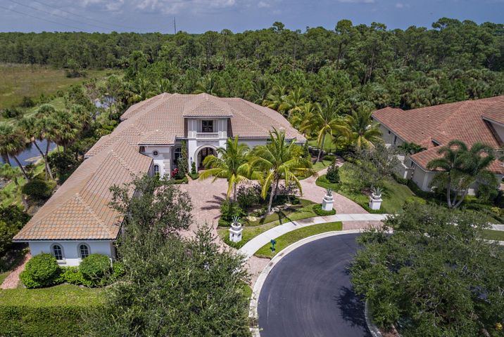 135 Via Palacio, Palm Beach Gardens, FL 33418