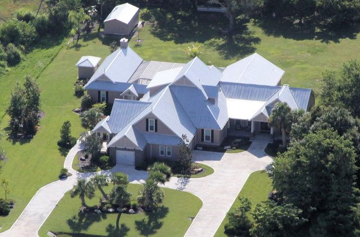 Sprawling Estate Home!