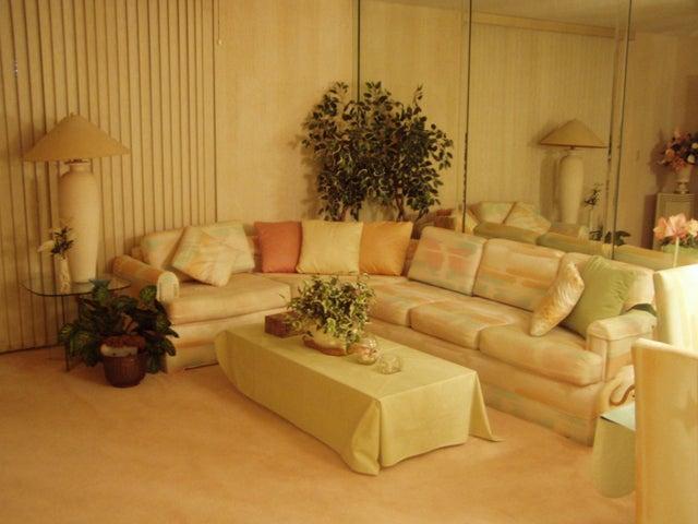 5160 Las Verdes Circle 102, Delray Beach, FL 33484