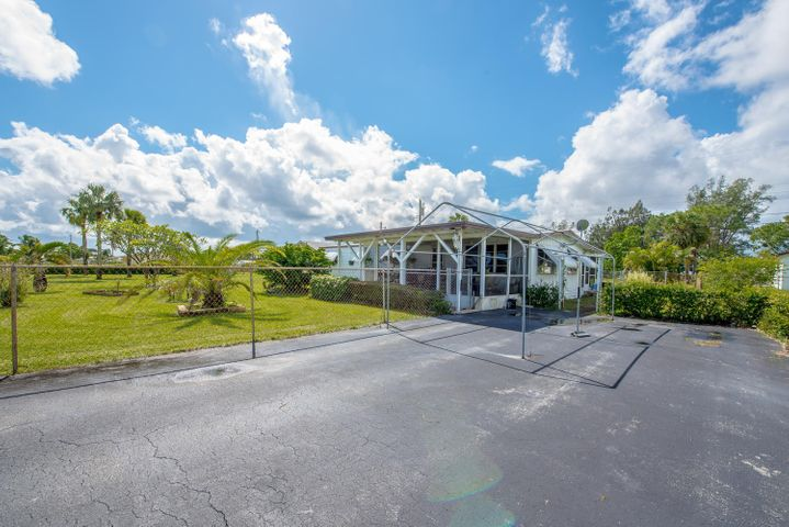 1569 W Breezy Lane, West Palm Beach, FL 33417