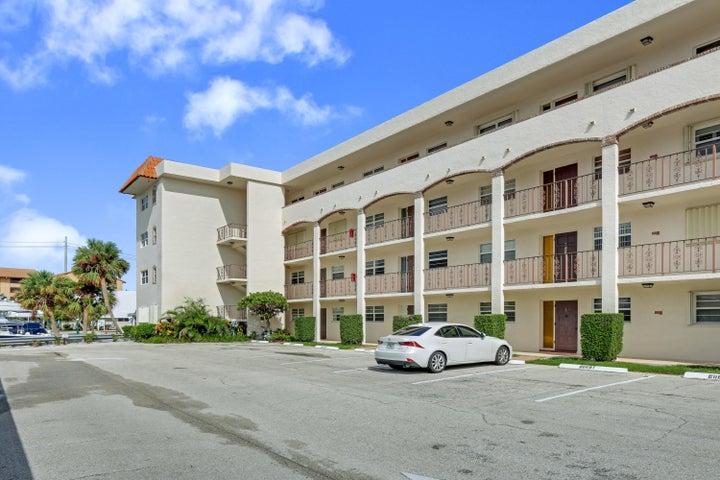20 Yacht Club Drive, 203, North Palm Beach, FL 33408