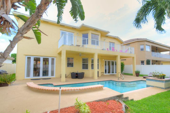 2304 Ridgewood Circle, Royal Palm Beach, FL 33411
