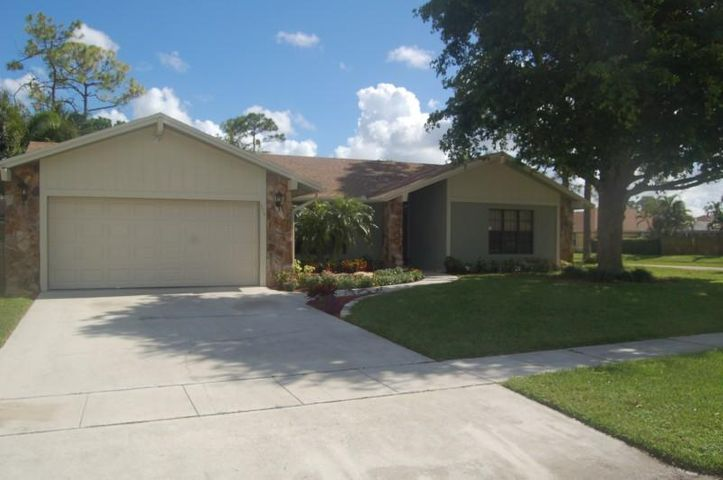 574 Juniper Place, Wellington, FL 33414