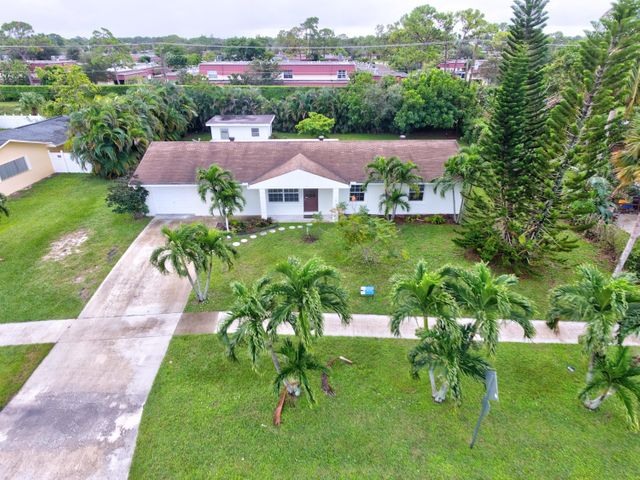 7404 Saint Andrews Road, Lake Worth, FL 33460