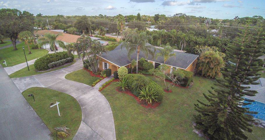 76 Yacht Club Place, Tequesta, FL 33469