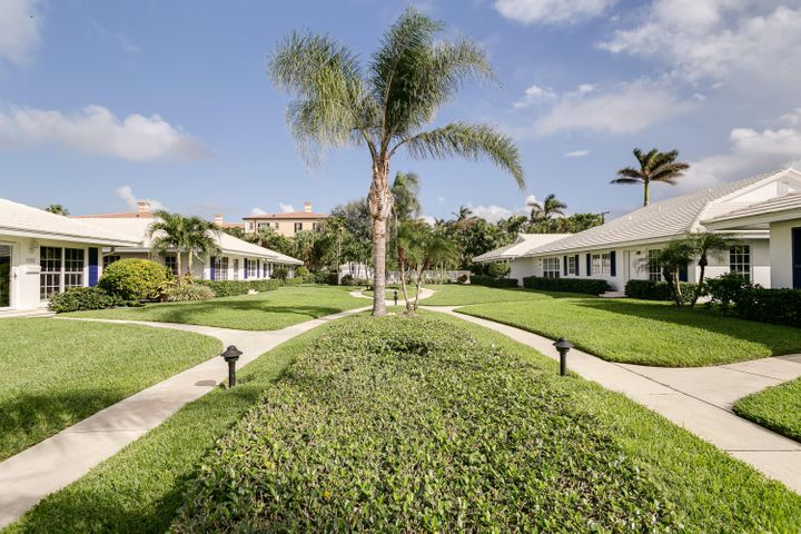12 private villas tucked away in Downtown Delray Beach