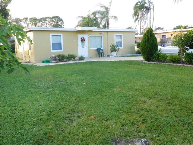 2293 Pineway Drive, West Palm Beach, FL 33415