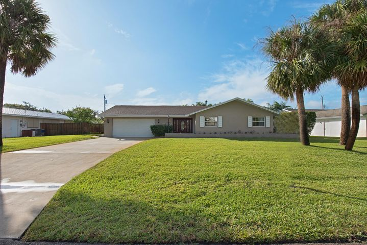 36 Starboard Way, Tequesta, FL 33469