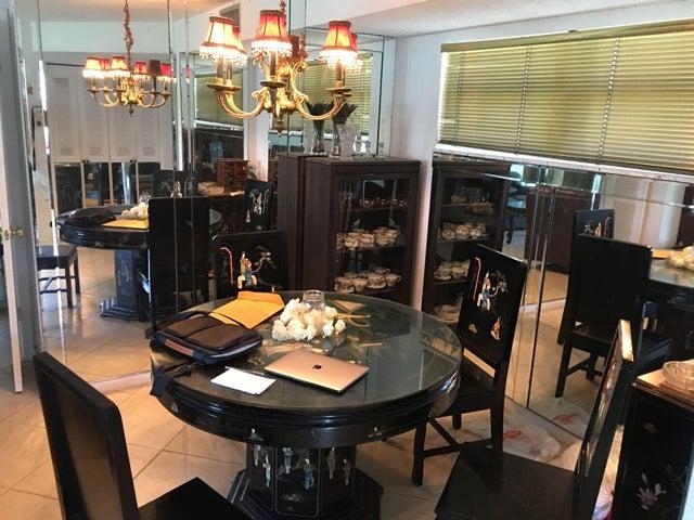 28 Colonial Club Drive 200, Boynton Beach, FL 33435