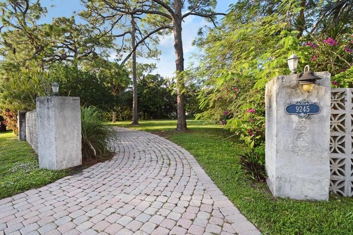 9245 SE Cove Point Street, Tequesta, FL 33469