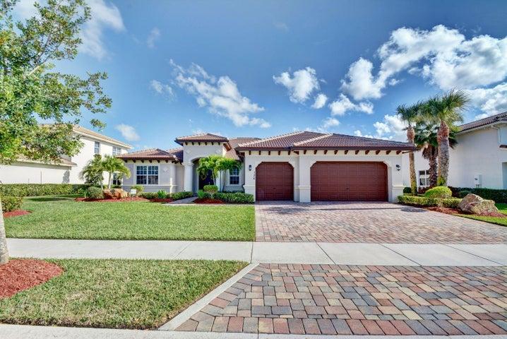 136 Casa Circle, Jupiter, FL 33458